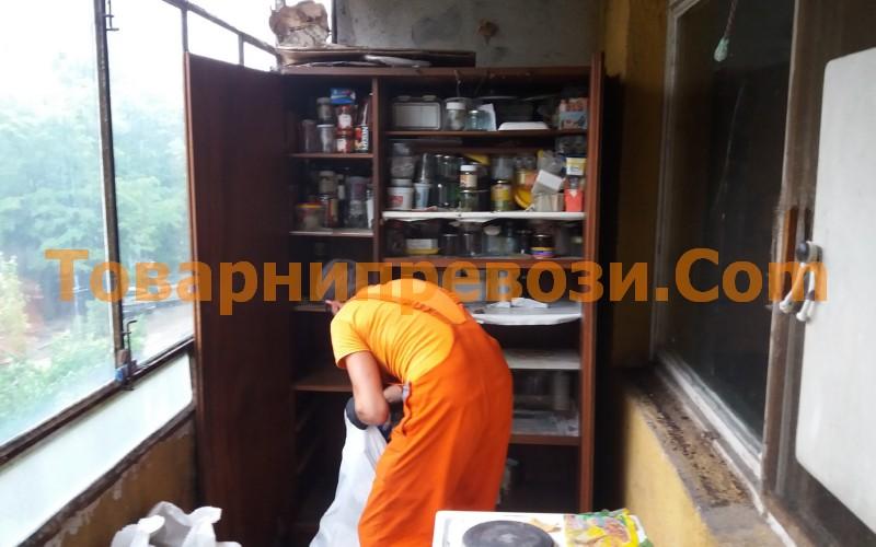 Извозване на отпадъци и стари мебели